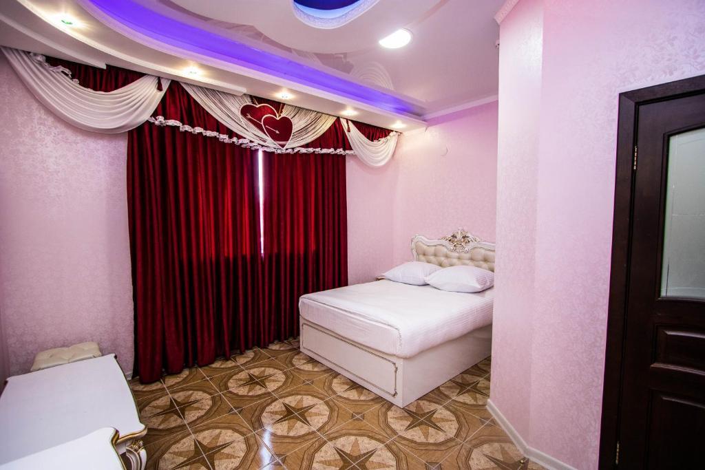 Кровать или кровати в номере Hotel Zamok Korolya