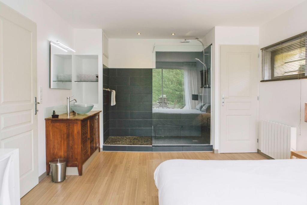 Guesthouse Domaine Du Val D Atur France Booking Com
