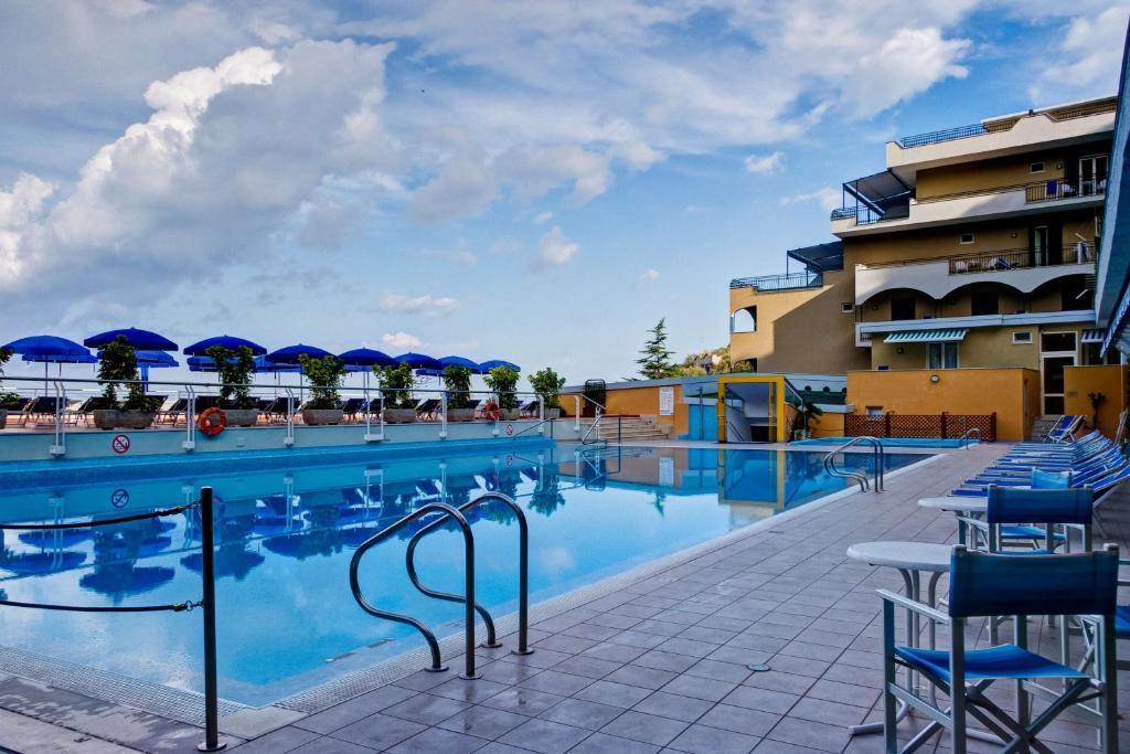 Piscina di Best Western Hotel La Solara o nelle vicinanze