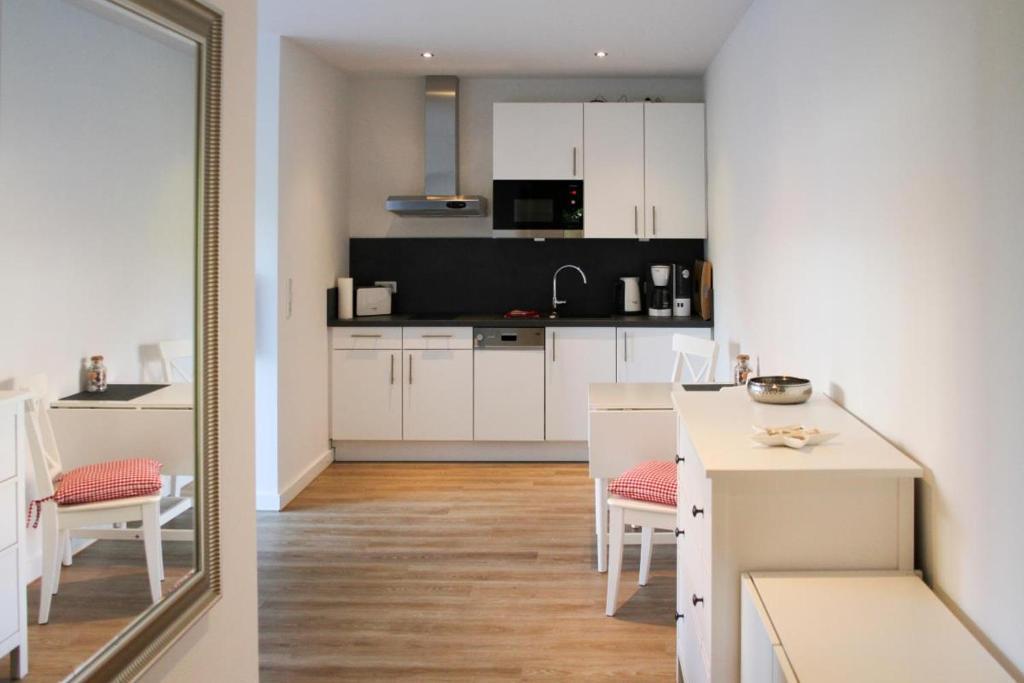 Küche/Küchenzeile in der Unterkunft Haus an den Salzwiesen - Wohnung Lachmöwe