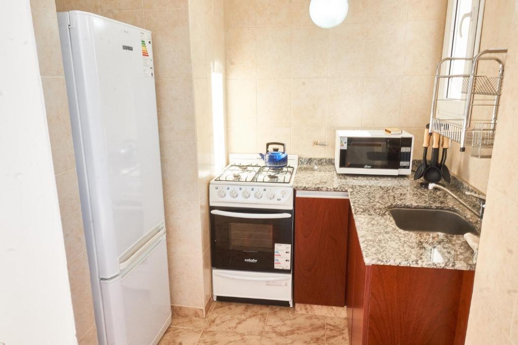 Una cocina o kitchenette en Apartamentos Rolando