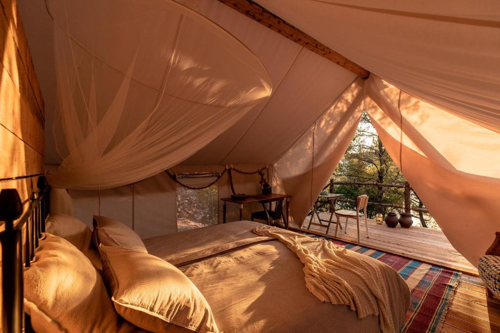 A bed or beds in a room at Plage Cachée - Glamping