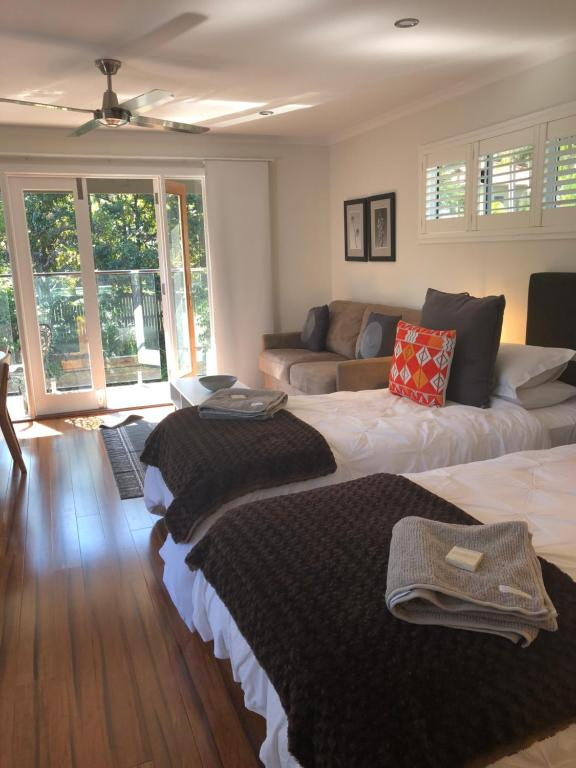 A bed or beds in a room at Chapel Woods Bed and Breakfast