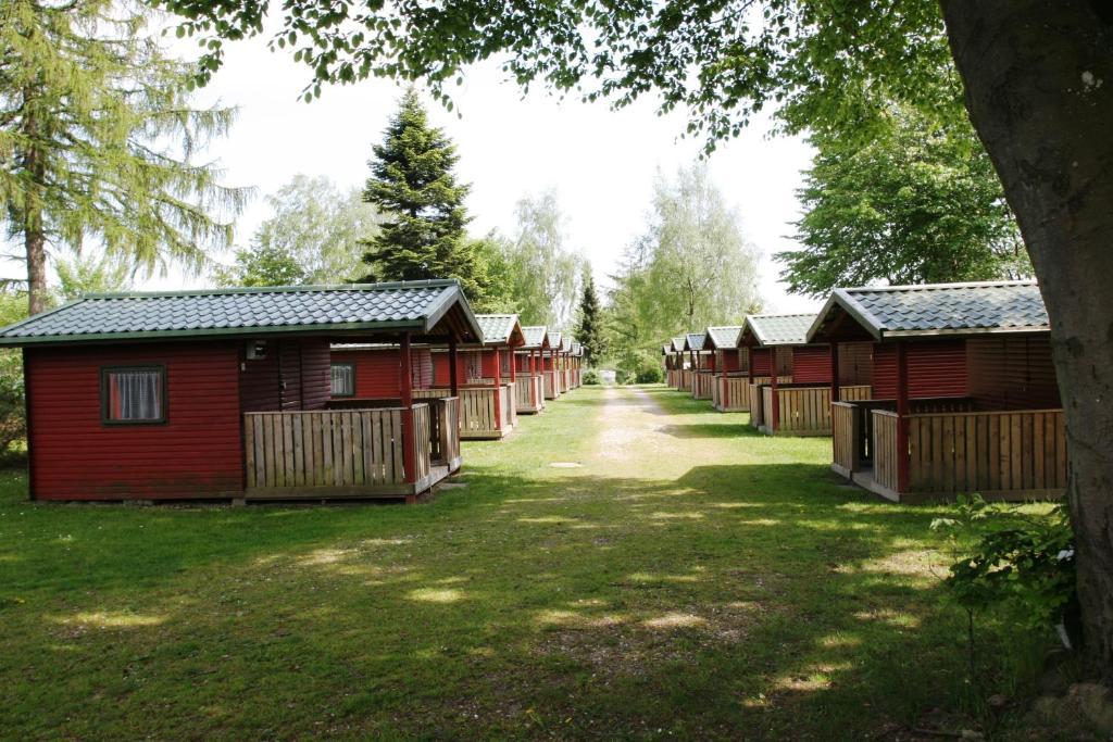 Bygningen som campingpladsen ligger i