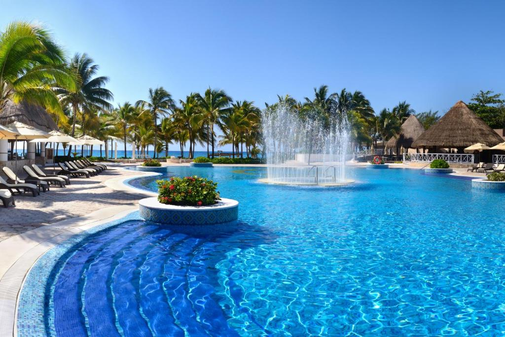 The swimming pool at or near Catalonia Royal Tulum Beach & Spa Resort Adults Only - All Inclusive