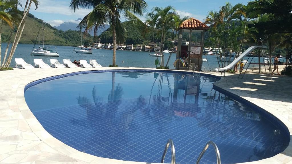 The swimming pool at or near Maravilha de Angra