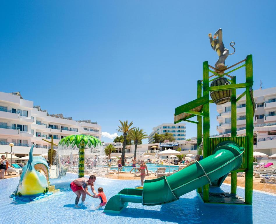 Aqua park at the aparthotel or nearby