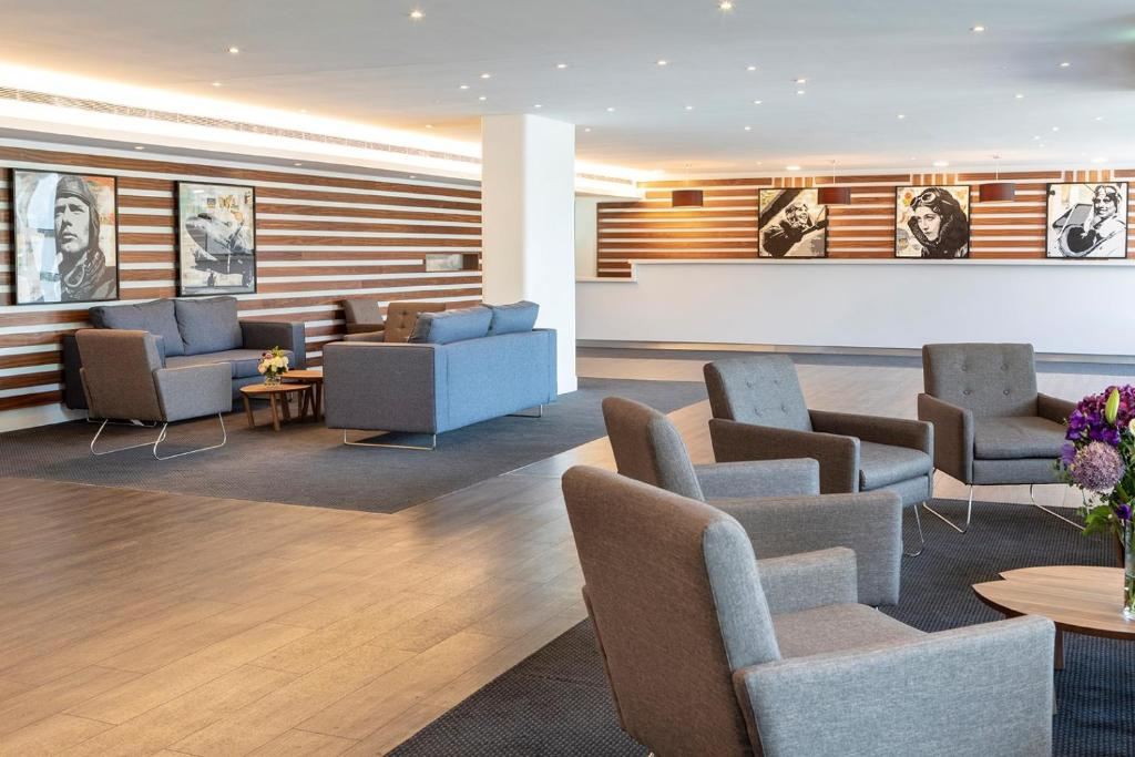 The lounge or bar area at St Giles Heathrow – A St Giles Hotel
