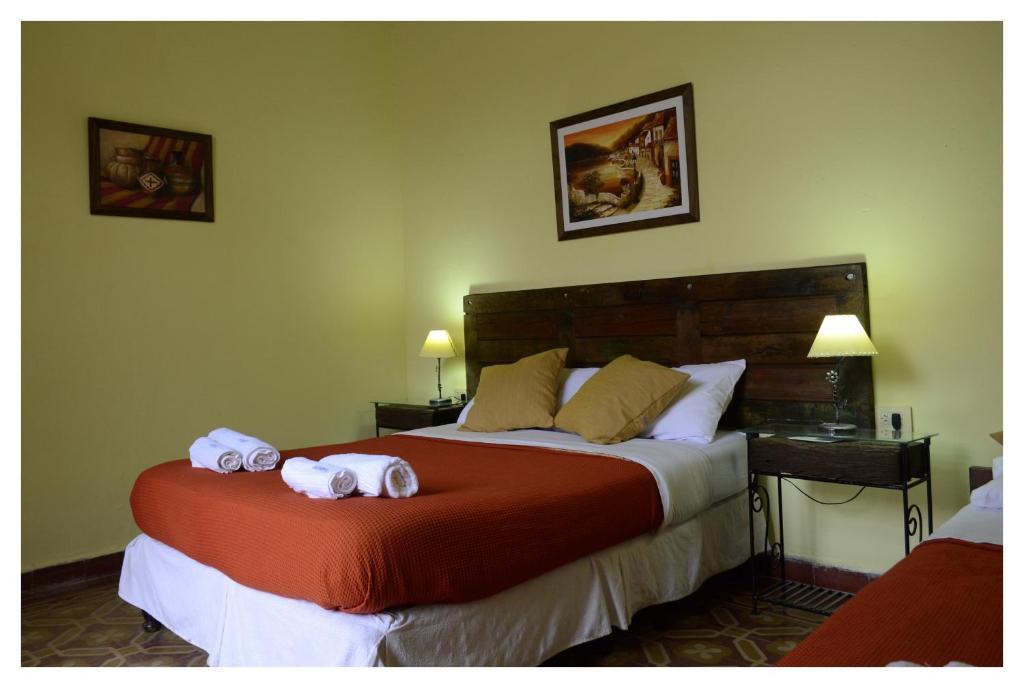 Una cama o camas en una habitación de Las Jarillas - Alojamiento Turistico