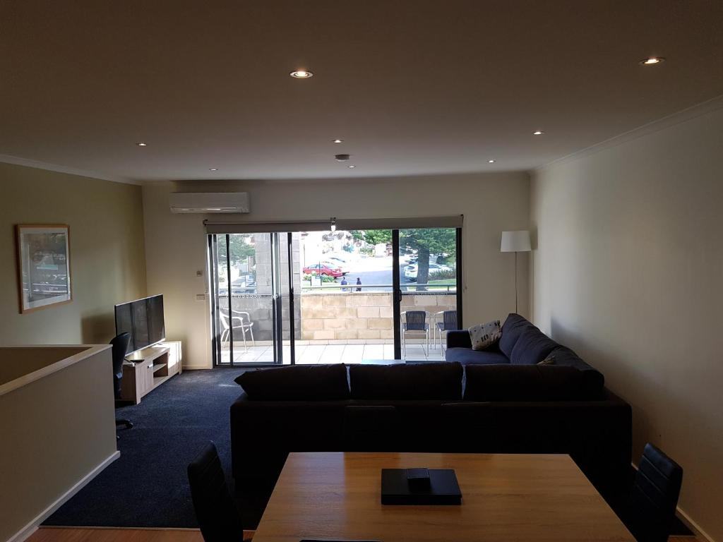 Admirable Gilles St Apartments Warrnambool Updated 2019 Prices Lamtechconsult Wood Chair Design Ideas Lamtechconsultcom