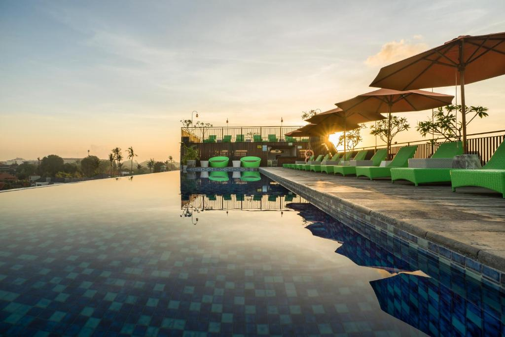 The swimming pool at or close to Zest Hotel Legian