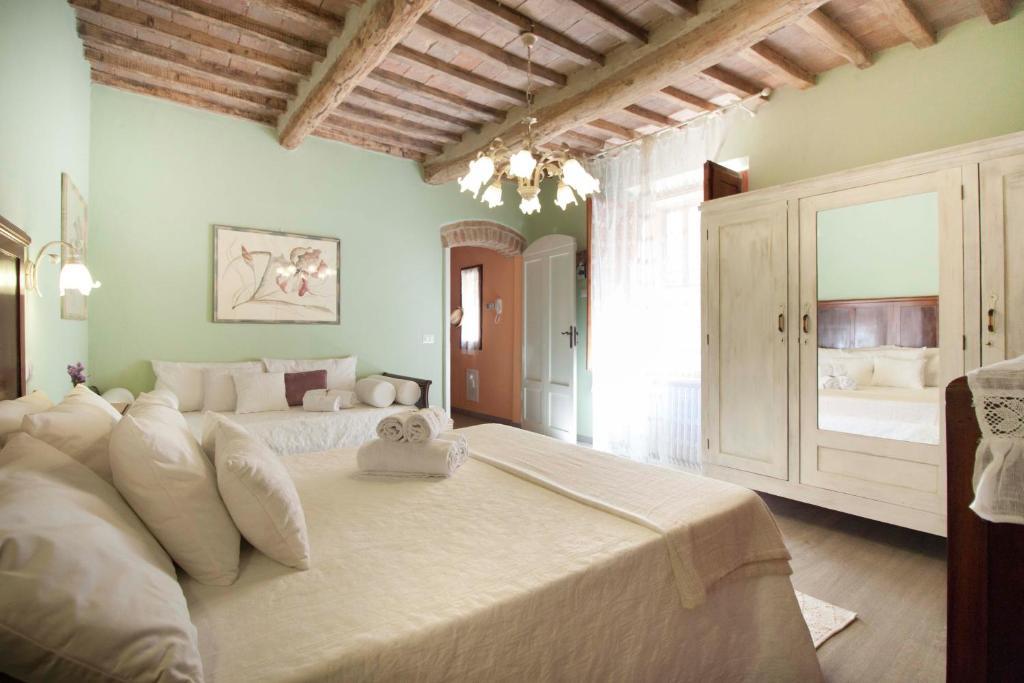 Deluxe Romantic Apartment房間的床