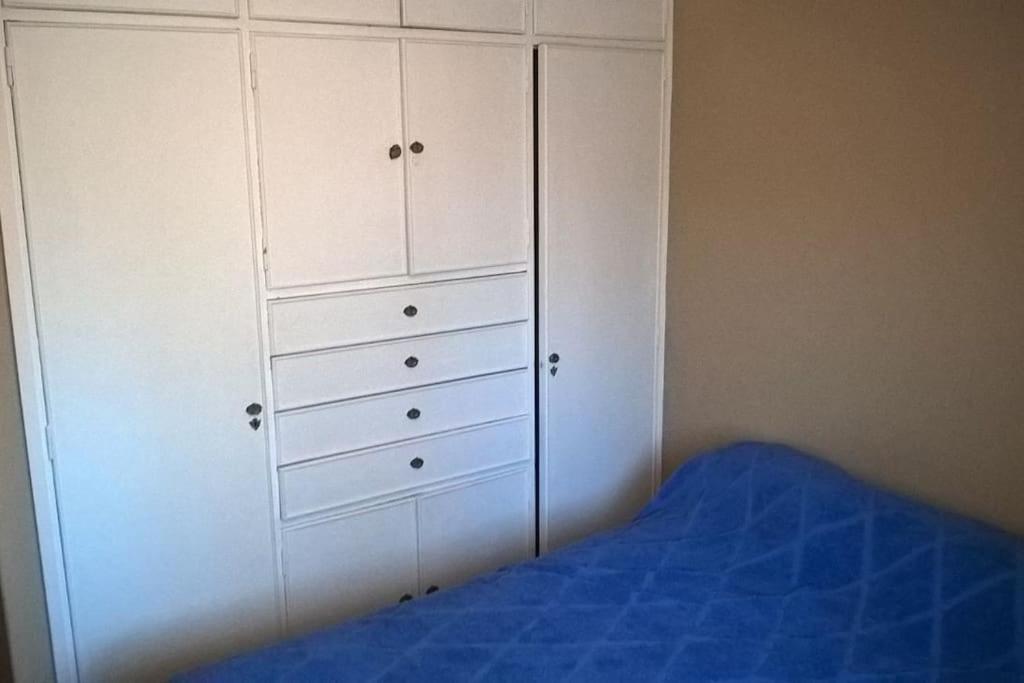Una cama o camas en una habitación de Depto frente a plaza independencia
