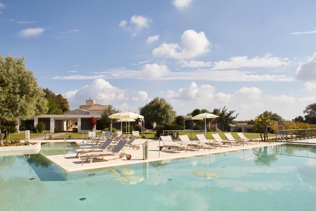 Piscina di I Monasteri Golf & SPA Resort o nelle vicinanze