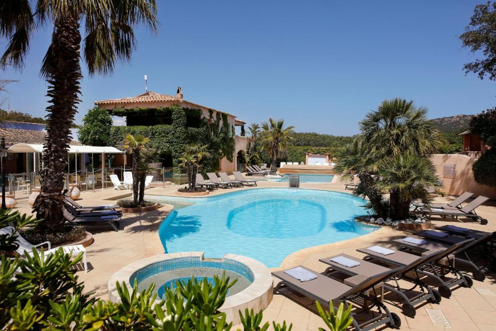 The swimming pool at or near Résidence Vasca d'Oro