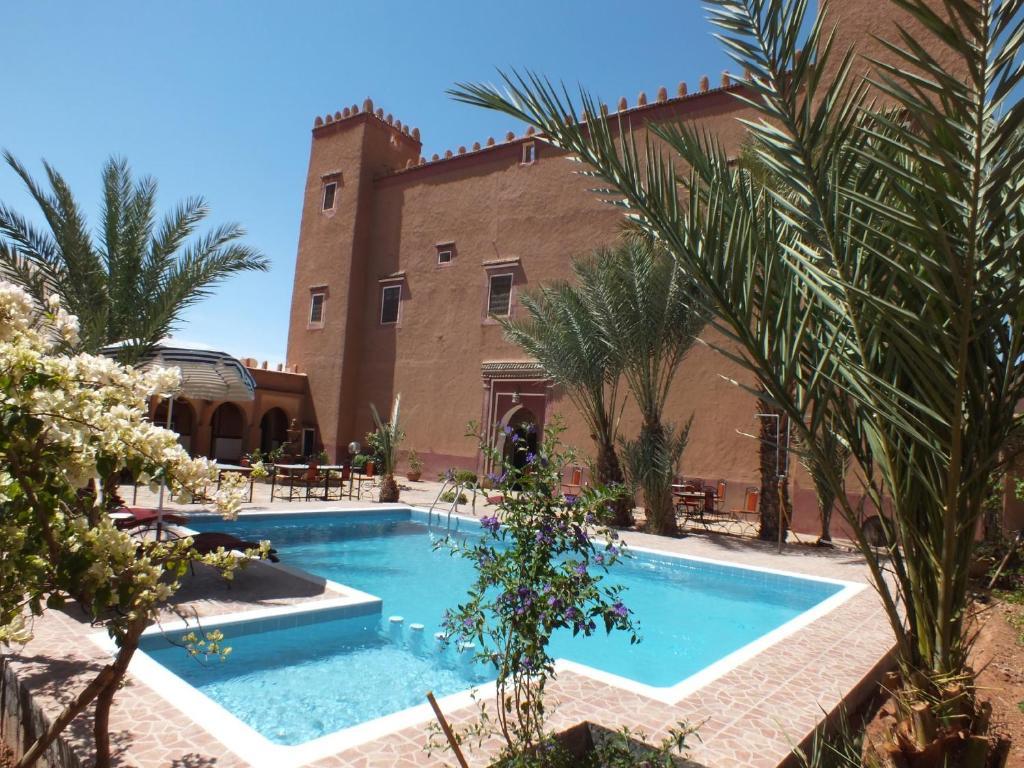 Der Swimmingpool an oder in der Nähe von Hotel Tomboctou