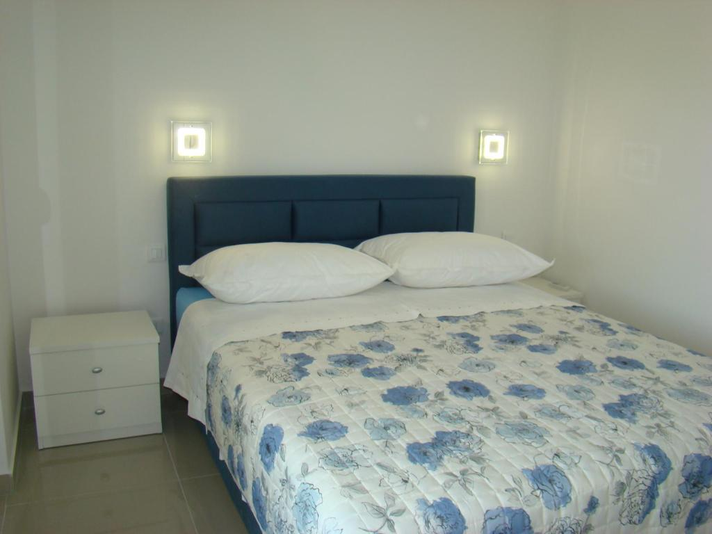A bed or beds in a room at Apartman ADRIATIC