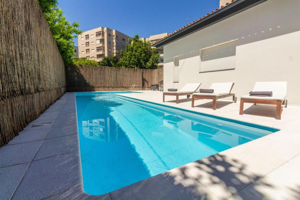 The swimming pool at or near Quinta de Infias, Moradia com Piscina no Centro de Braga