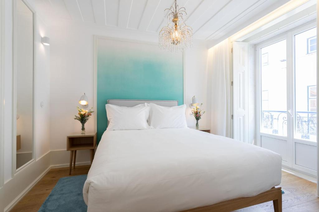 A bed or beds in a room at Boutique Chiado Suites