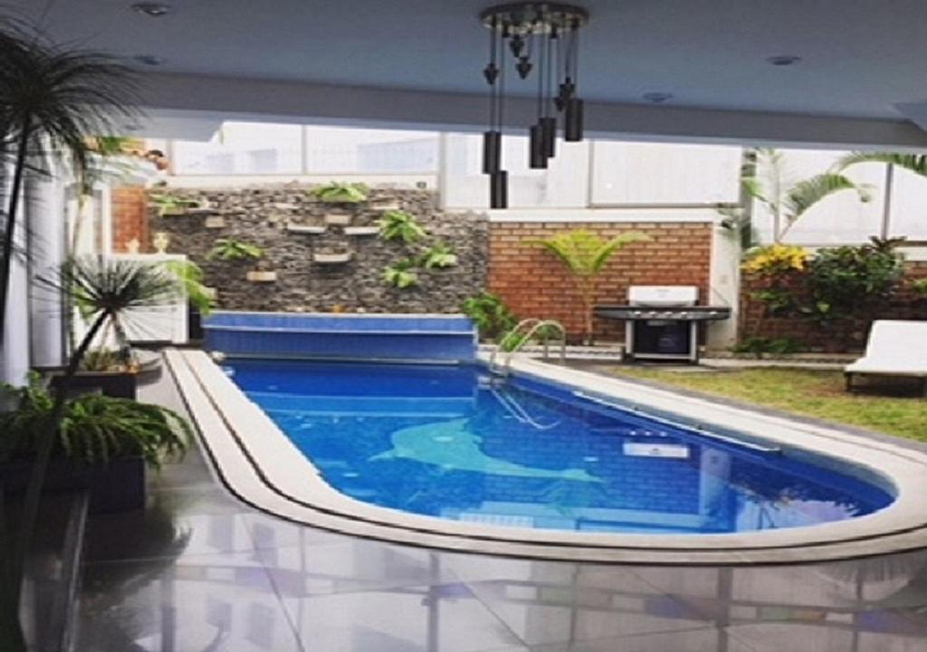 The swimming pool at or near La Casa de Moni