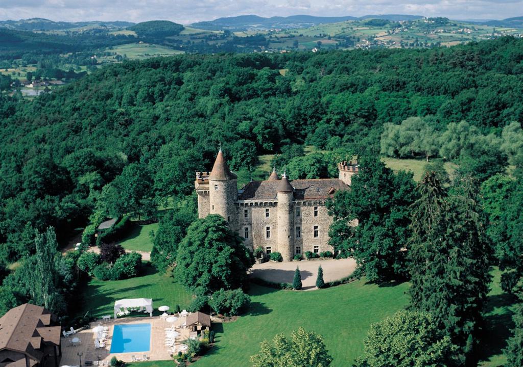 Blick auf Chateau de Codignat - Relais & Châteaux aus der Vogelperspektive