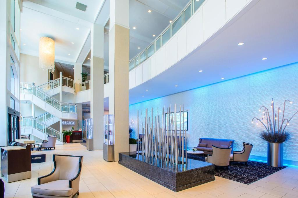 The lobby or reception area at DoubleTree by Hilton Rochester - Mayo Clinic Area