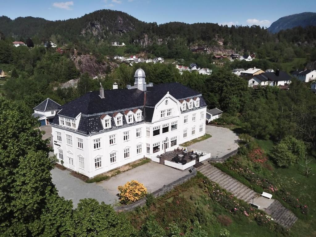 Sauda Fjordhotell sett ovenfra