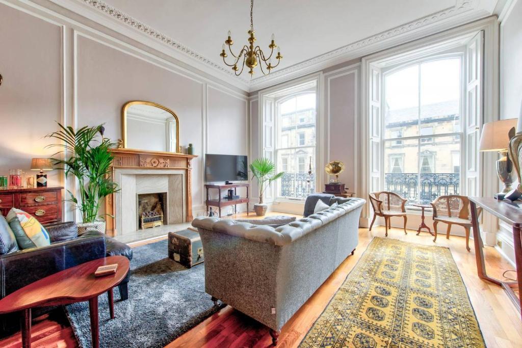 A seating area at Luxury Designer West End 2 bedroom Apt