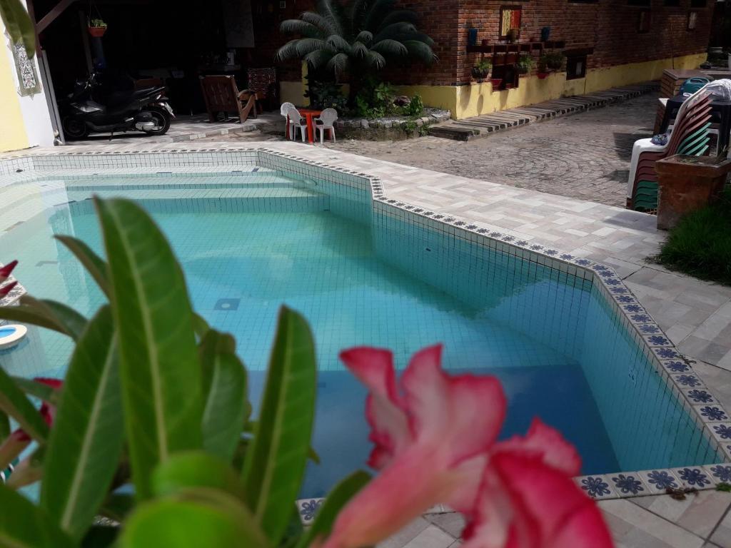 The swimming pool at or close to Pousada Jardim dos Coqueiros