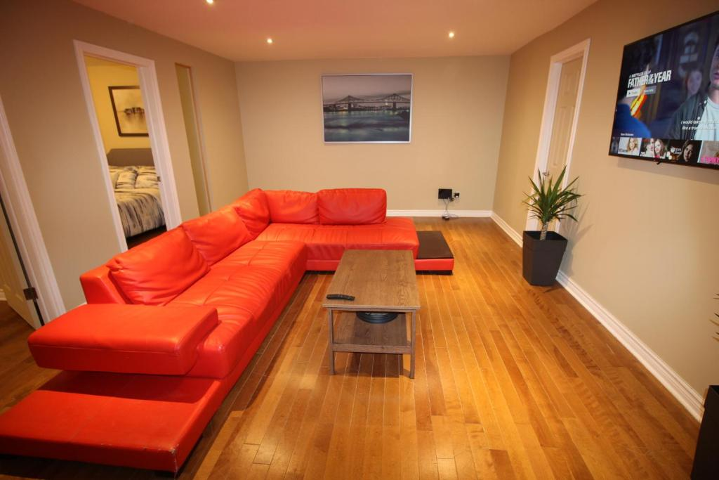 A seating area at 3 BEDROOM SPACIOUS CONDO ON THE PLATEAU