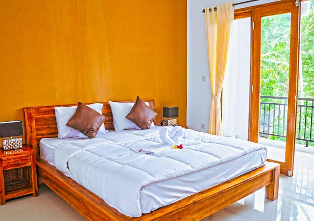A bed or beds in a room at Kailash Homestay