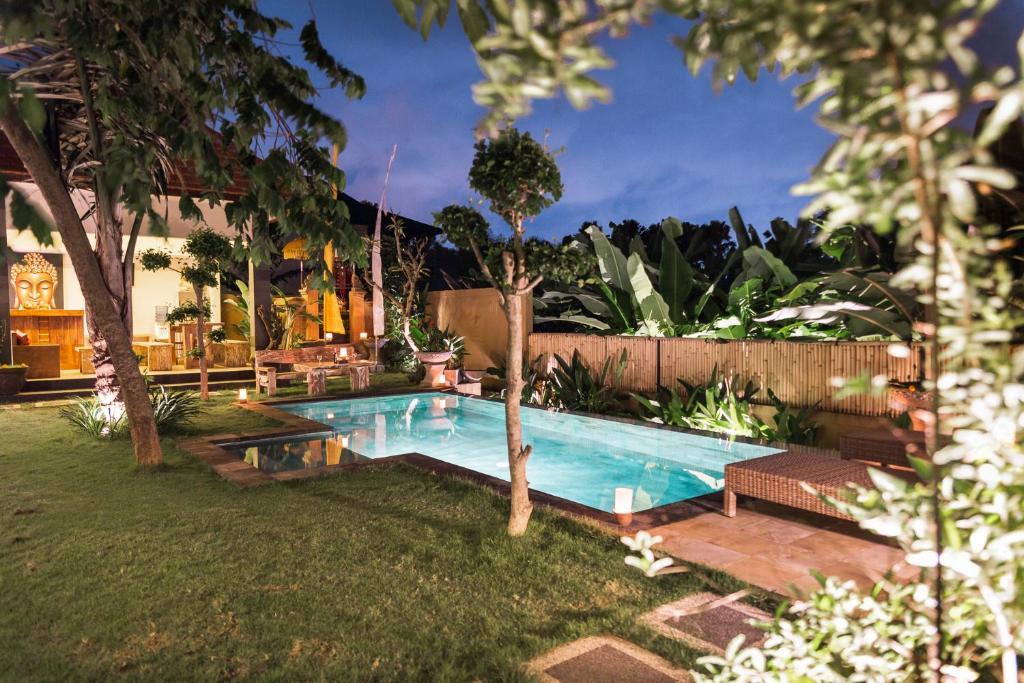 Umah Tikari Guesthouse游泳池或附近泳池