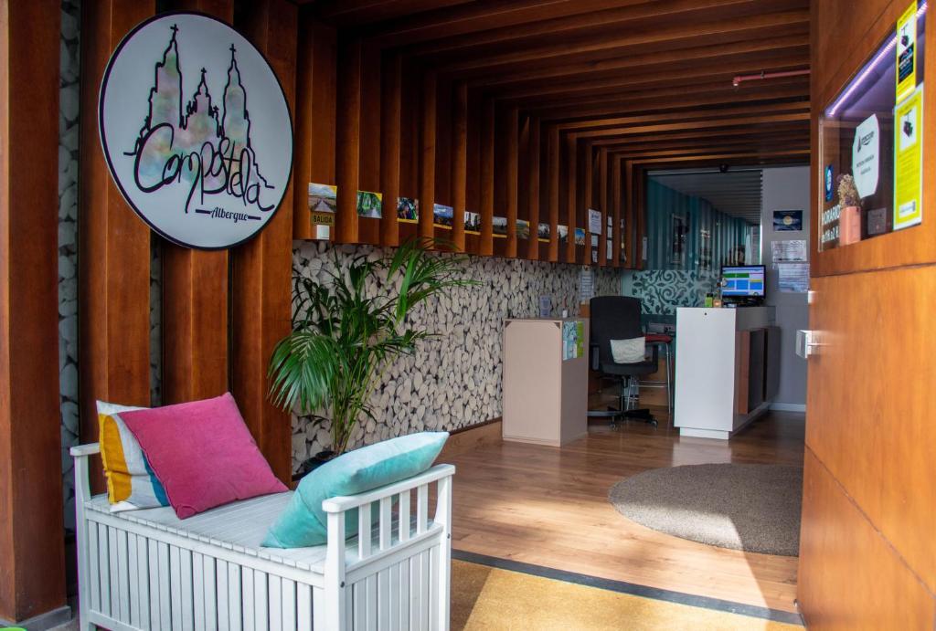 El vestíbulo o zona de recepción de Albergue Compostela