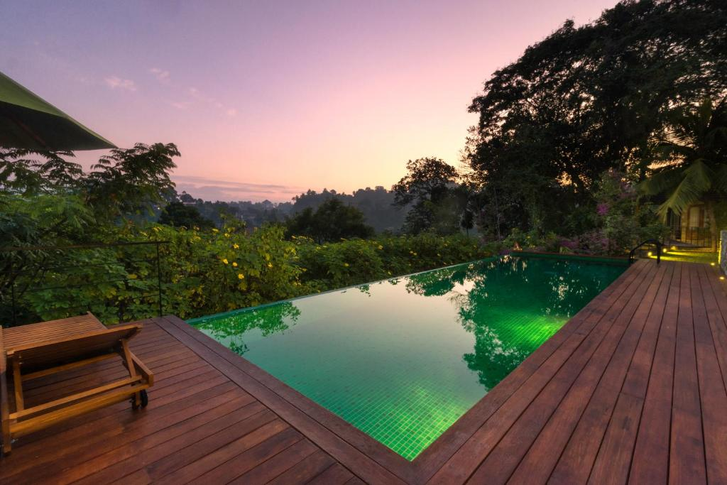 The swimming pool at or close to Kings Pavilion Luxury Hotel