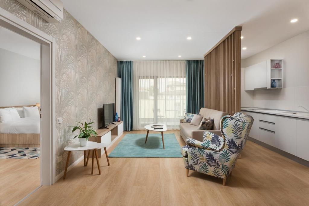 Кът за сядане в Athina Suites Hotel