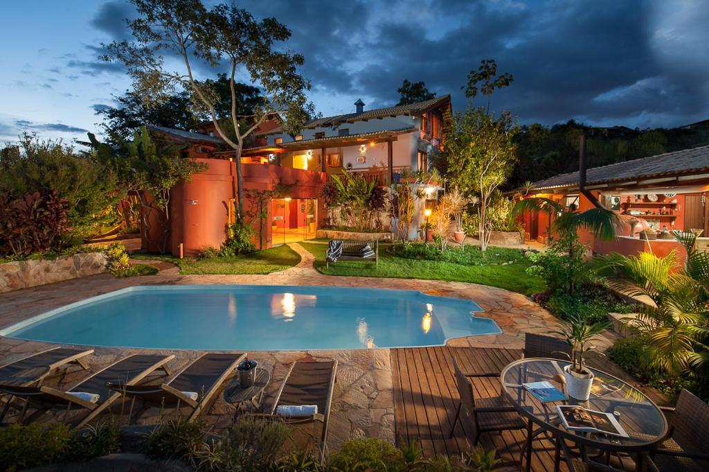 A piscina localizada em Pousada Maya ou nos arredores