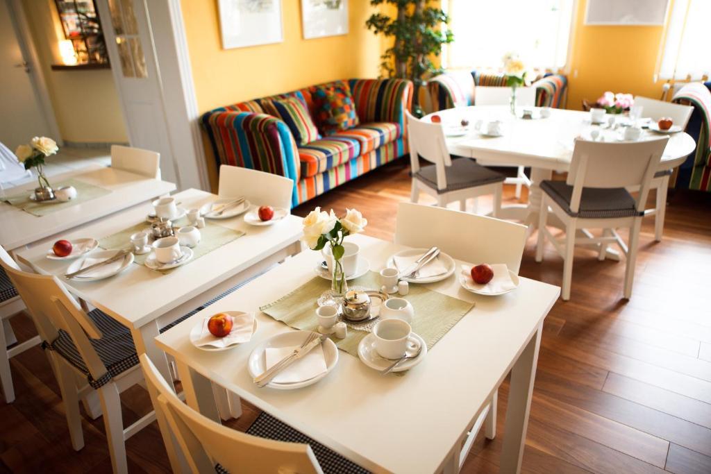 Ein Restaurant oder anderes Speiselokal in der Unterkunft Landhotel Zum Pottkuchen