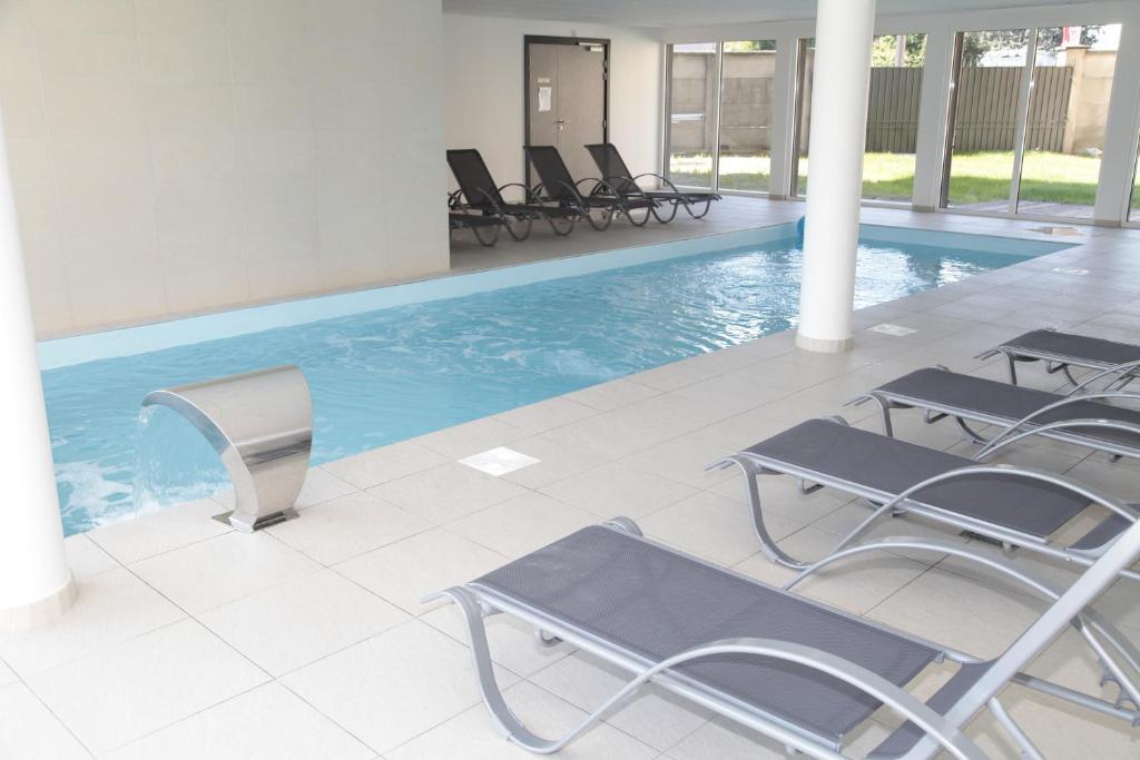 Der Swimmingpool an oder in der Nähe von Odalys City Colmar La Rose d'Argent