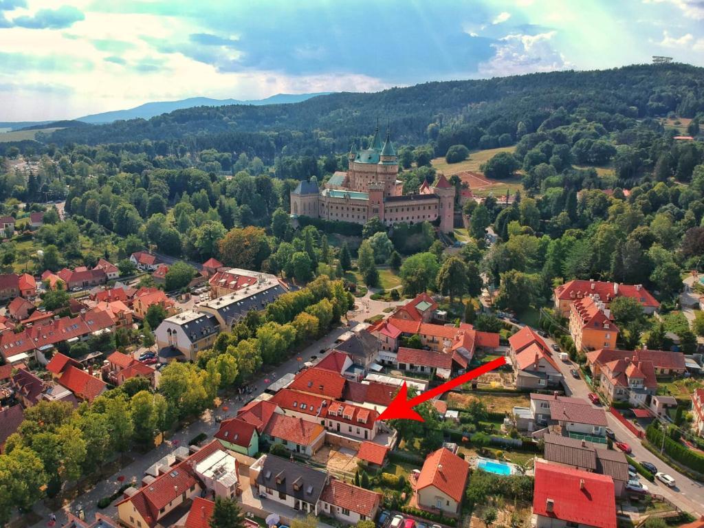 Pohľad z vtáčej perspektívy na ubytovanie Ubytovanie Alej Bojnice