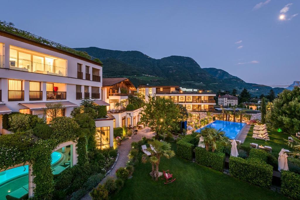 Vista sulla piscina di Hotel Ansitz Plantitscherhof o su una piscina nei dintorni