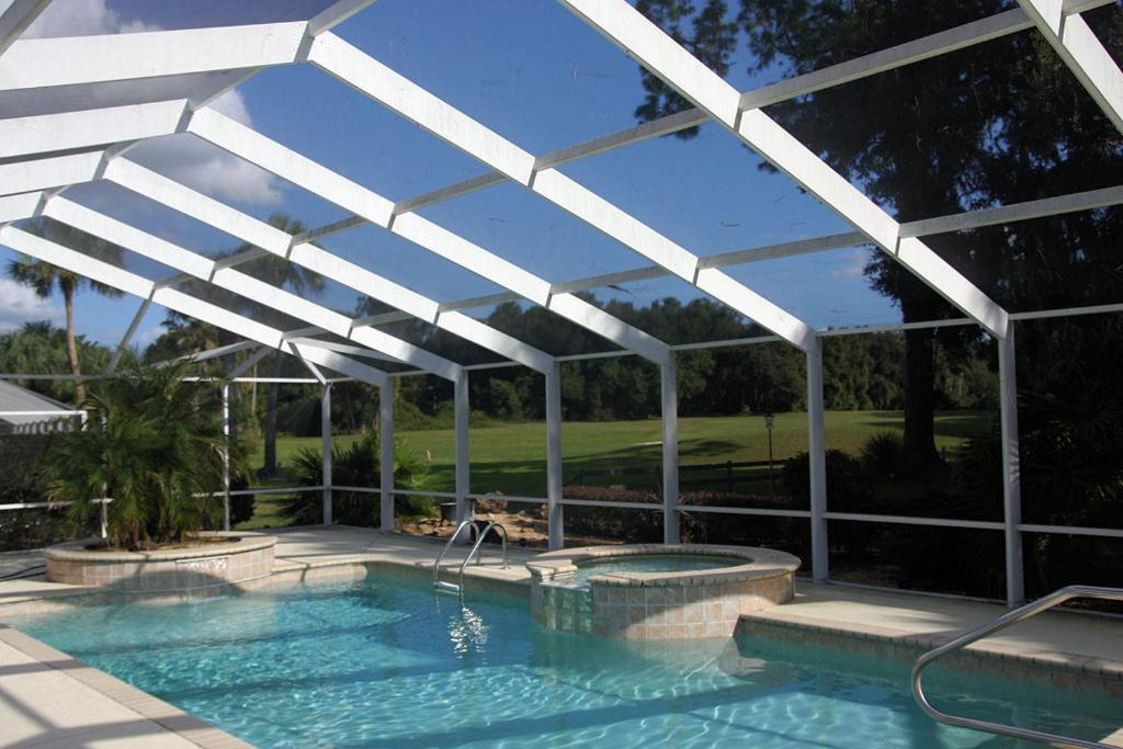 The swimming pool at or near Lakeside Vacations