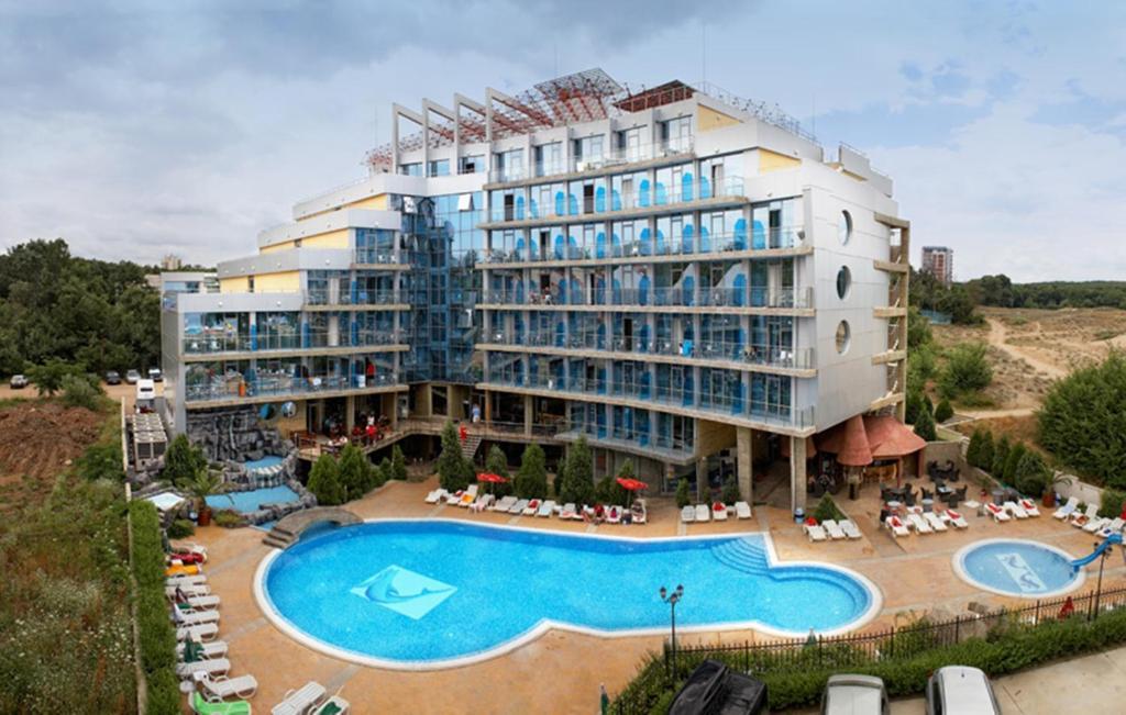 O vedere a piscinei de la sau din apropiere de Hotel Kamenec