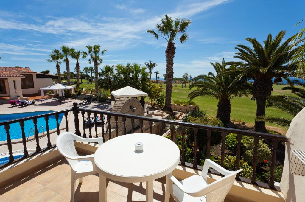 A view of the pool at Clansani Tenerife or nearby