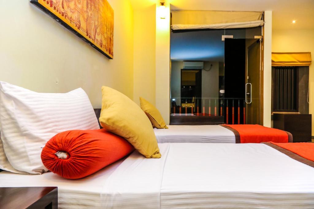 Łóżko lub łóżka w pokoju w obiekcie Oak Ray City Hotel