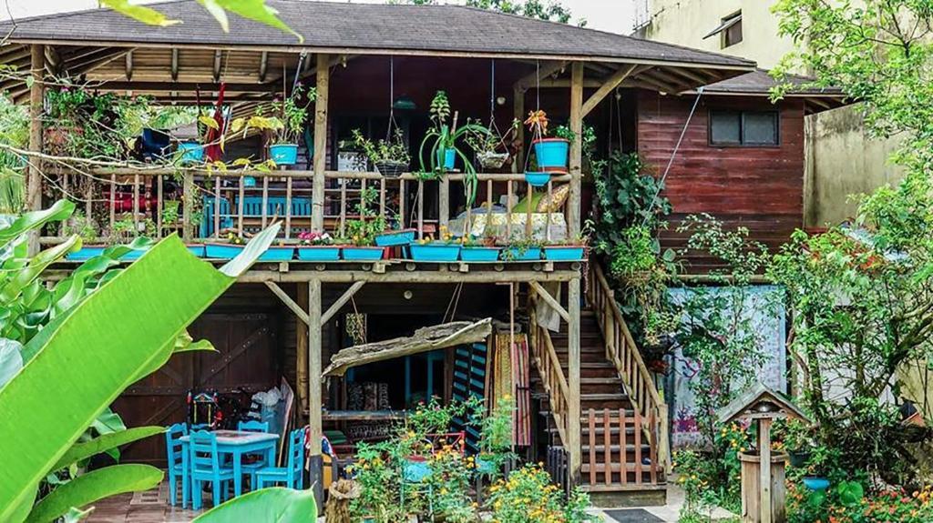 Zona de juegos infantil en Wood House Hostel