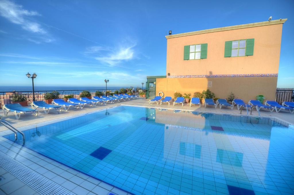 A piscina localizada em Golden Tulip Vivaldi Hotel ou nos arredores