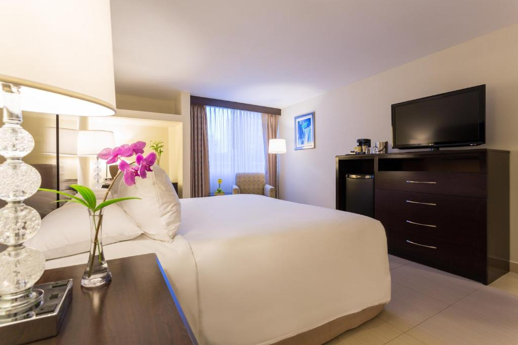 A bed or beds in a room at DoubleTree by Hilton Panama City
