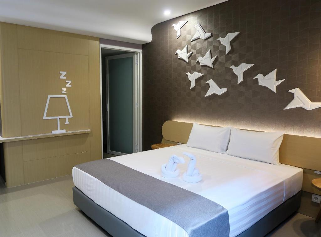 Tempat tidur dalam kamar di Nomaden Urban Stay