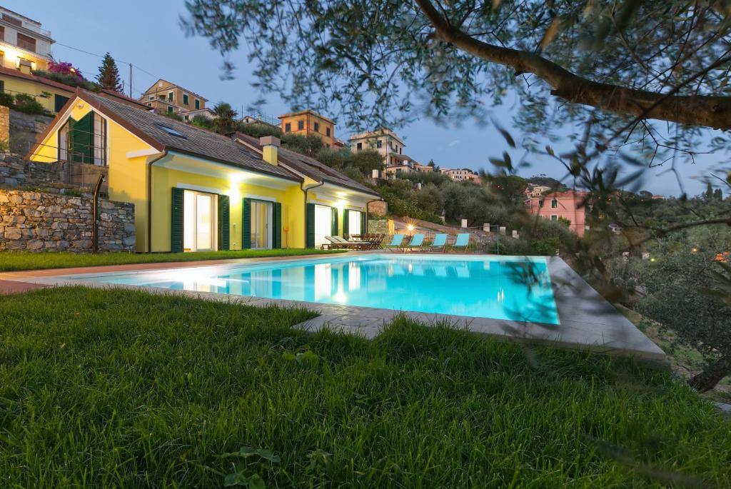 The swimming pool at or close to La Bianchina - House with pool