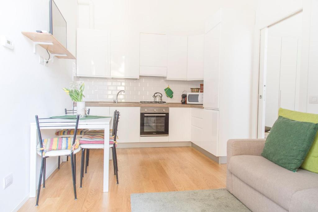 A kitchen or kitchenette at Modern and central apt in Porta Romana